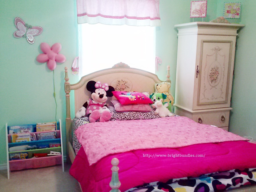 K has a new bed set.