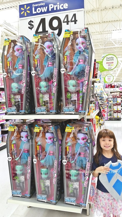 K with the Monster High Dolls